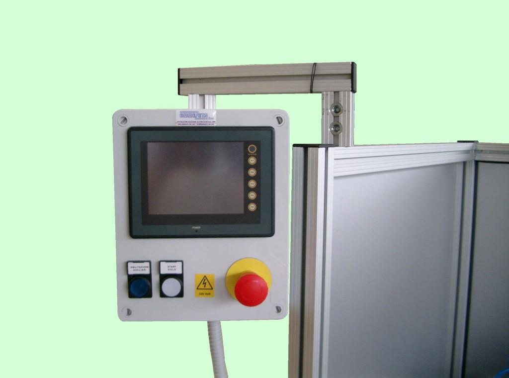 Foratrice automatica per rete plissè per zanzariere.